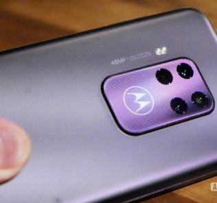 Motorola to release their flagship device with other mid-range phones 52
